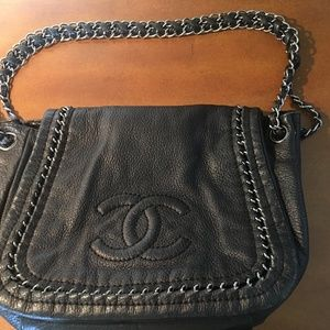 Chanel Shoulder Bag in Black Calfskin Leather